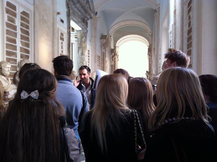 Studenter ved Kulturakademiet på besøk i det kapitolinske museum i Roma