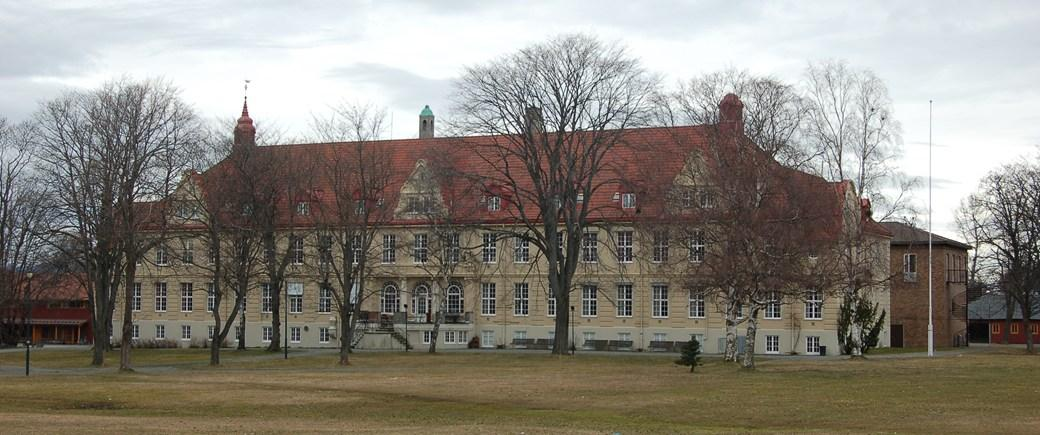 Utsiden av Dronning Mauds Minne Høgskole